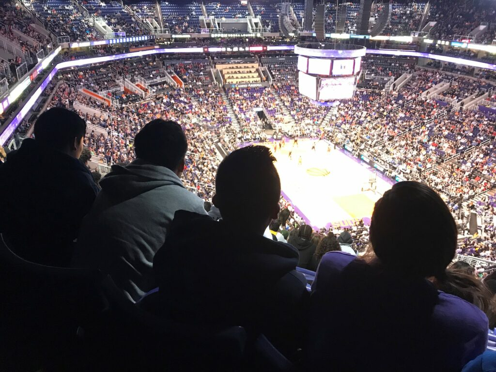Children at Phoenix Suns game